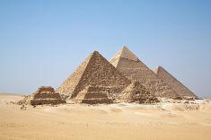 800px-All_GizaPyramids